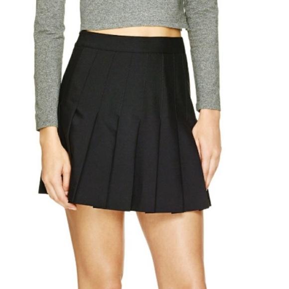 Aritzia Talula Pleated Skirt